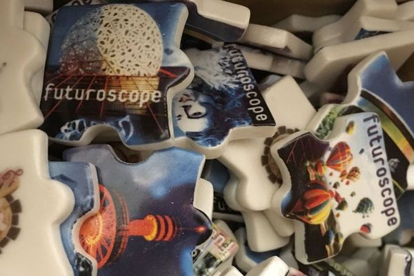 Les féves à l'effigie du Futuroscope à retrouver dans les galettes de Stéphane Mérigard.