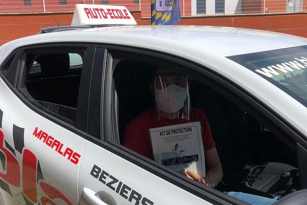 Dans le Biterrois, kit de protection et housses jetables prêts pour le redémarrage des auto-écoles.