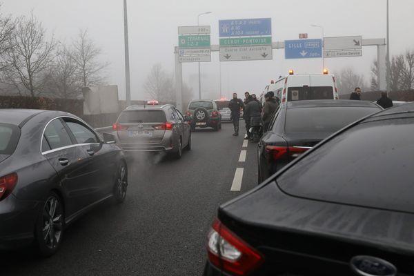 Une manifestation de VTC, aux abords de l'aéroport de Roissy, le 23 décembre 2016.