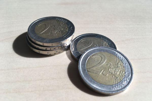 Échanger une pièce de deux euros contre deux pièces d'un euro ? Attention, danger...