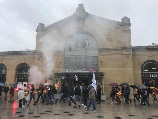 Passage devant la gare de Nancy pour les manifestants.
