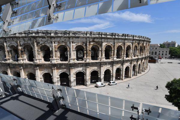 Les arènes de Nîmes vues du musée de la romanité.