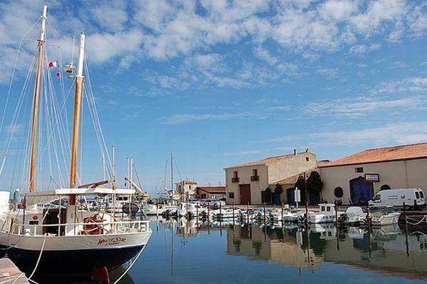Marseillan (Hérault) - le port de la ville - archives