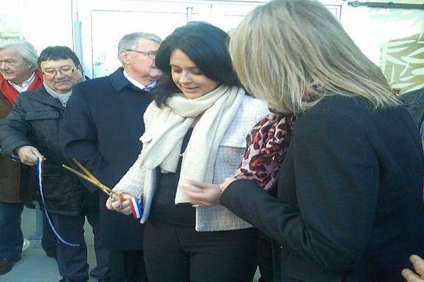 Carcassonne - Sylvia Pinel, la ministre de l'artisanat, du commerce et du tourisme a inauguré une école dans le quartier Maquens - 29 novembre 2013.