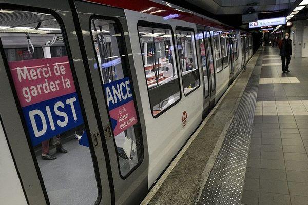 11 Mai 2020 -Ambiance à la station de métro Bellecour au premier jour du déconfinement à Lyon.
