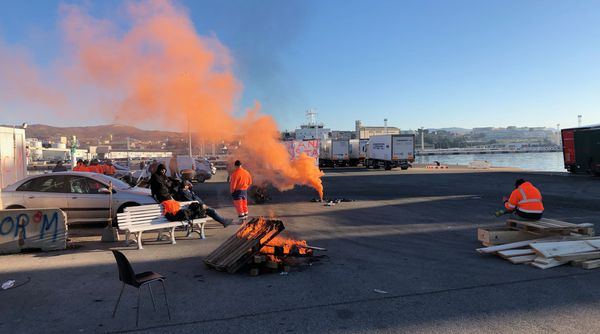 ILLUSTRATION : Les grévistes du STC, sur les quais du port de Marseille