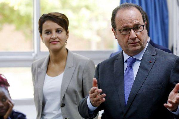 François Hollande et Najat Vallaud-Belkacem dans une école à Orléans. (Archive 2016)