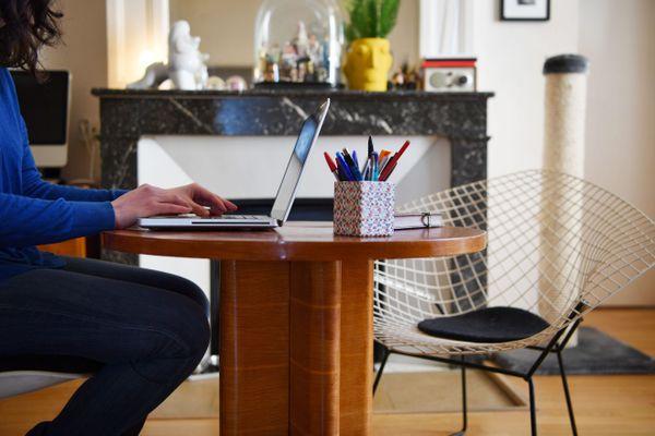 Beaucoup d'entreprises renoncent encore à faire passer leurs salariés en télétravail, malgré les directives du gouvernement.
