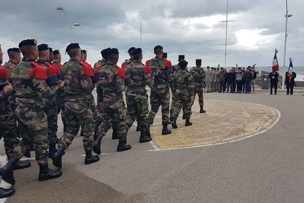 Des sous-officiers en formation ont remis ce mardi matin des képis aux nouveaux engagés lors de la cérémonie officielle d'engagement.