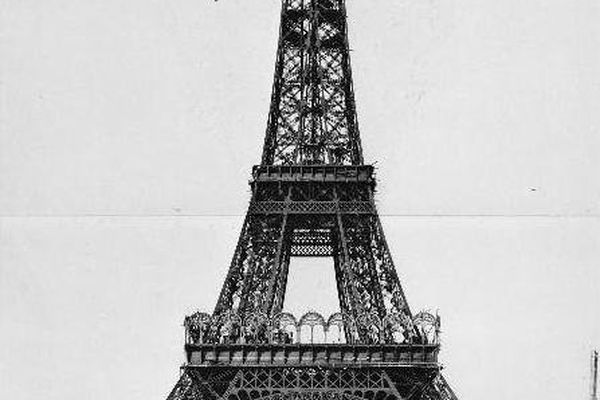 26 décembre 1888 : montage de la partie supérieure