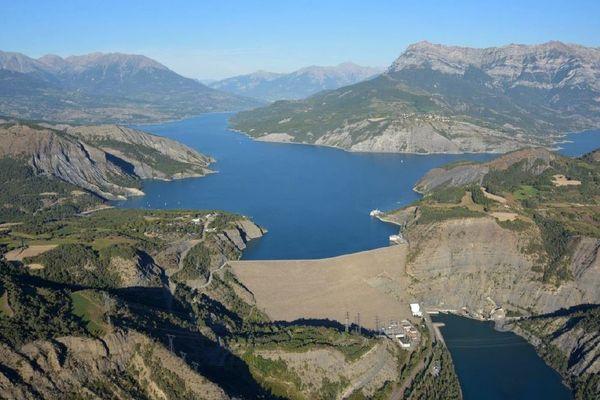 Le département des Hautes-Alpes souhaite obtenir la gestion du barrage hydroélectrique de Serre-Ponçon.