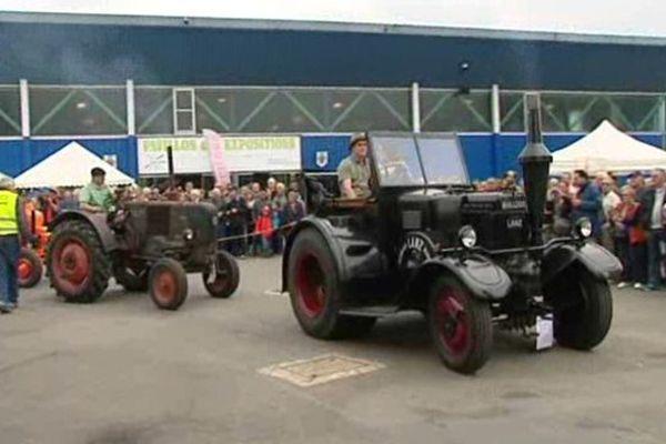 ce week end ce tient le traditionnel défilé de tracteurs anciens à Vierzon