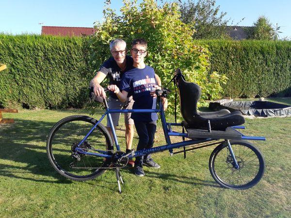 François et Jérémy lors de la réception de leur vélo cargo en septembre dernier.