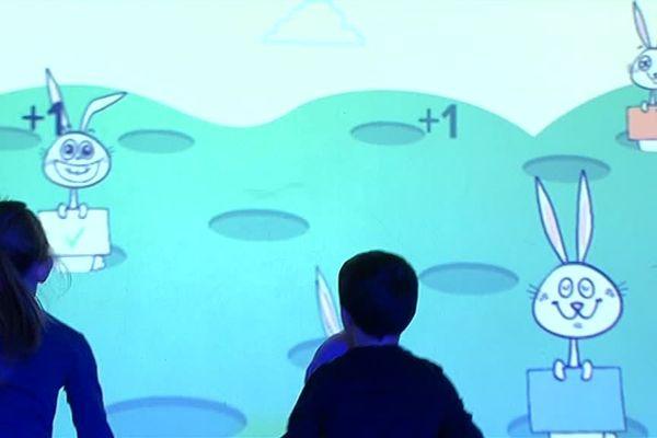 Un mur interactif installé à l'école de Marquise (62)