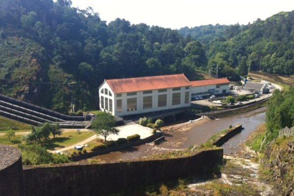 L'usine de Guerlédan et son barrage niché au cœur de la Bretagne