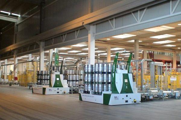 Des AGV produites par BA Systèmes dans un local industriel