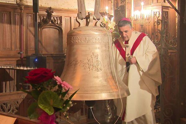 Monseigneur Dominique Lebrun bénit les cloches