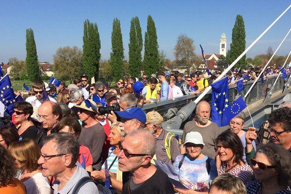 Rassemblement Pulse of Europe sur la passerelle des Deux Rives dimanche