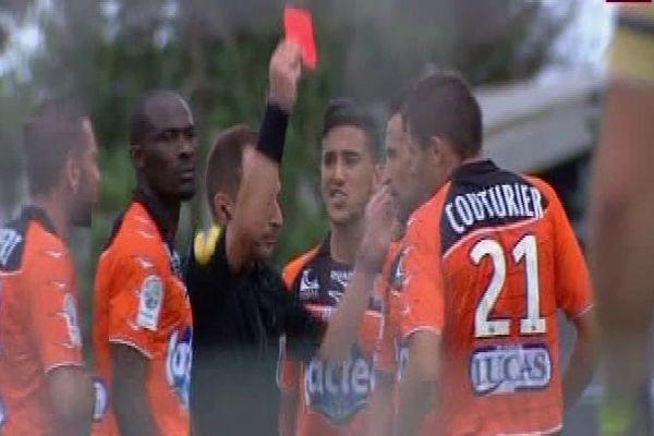 Premier carton rouge pour Malik Couturier du Stade Lavallois à la 33è