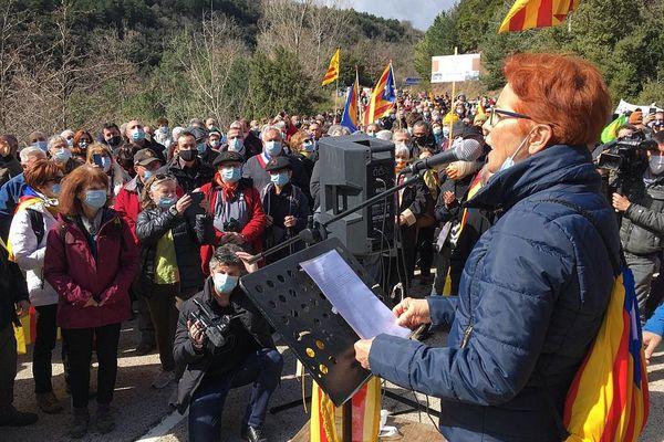 Habitants, élus, militants catalans et journalistes nombreux ce dimanche à Coustouges, dans le Vallespir.