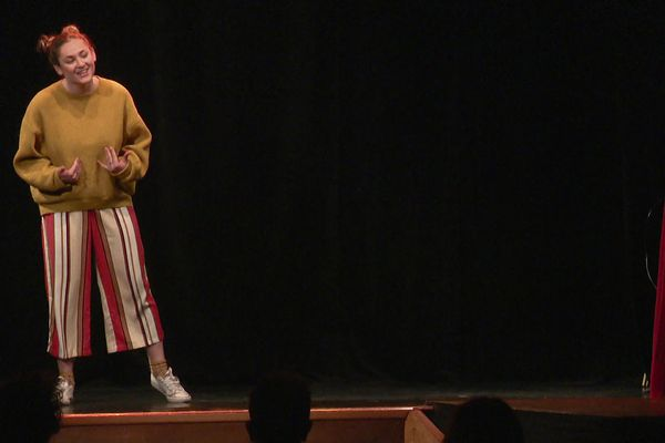 Les apprentis de l'Institut National du Music-hall doivent maîtriser le chant, la danse et la comédie