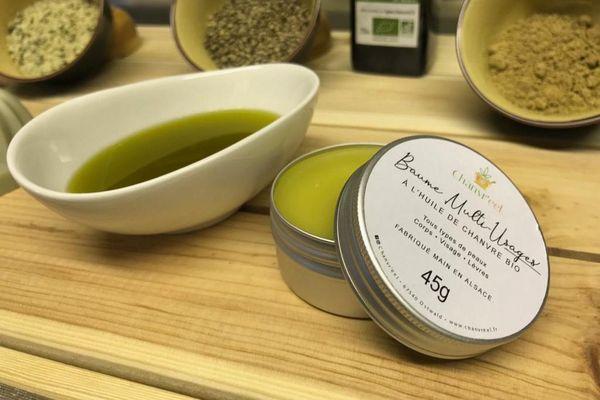 Une partie de l'huile de chanvre est transformée en baume et savon.