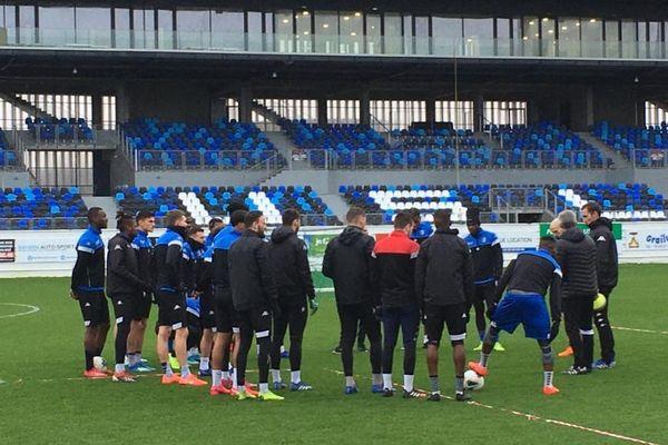 Les footballeurs dunkerquois à l'entraînement au Stade Marcel-Tribut avant la réception du Red Star en janvier dernier.