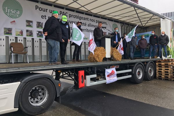Les agriculteurs ont tenu tribune devant le Parlement européen de Strasbourg