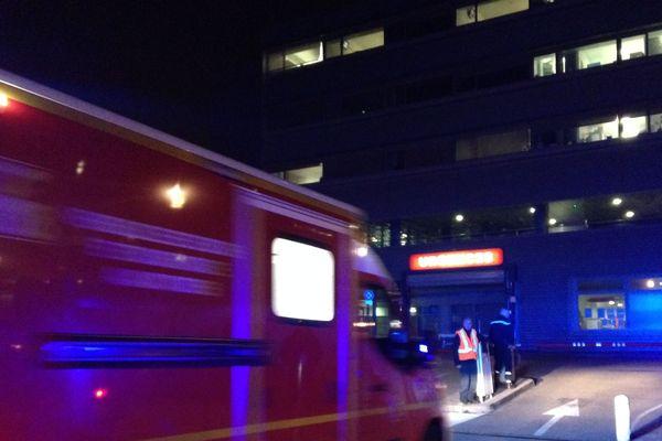 Les premières victimes sont arrivées au NHC.