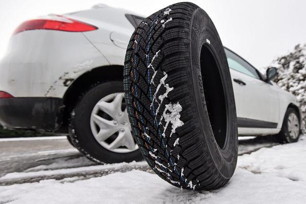 Illustration. Des pneus neige ou des chaînes deviennent obligatoire sur de nombreuses communes de Franche-Comté à partir du 1er novembre et jusqu'au 31 mars.