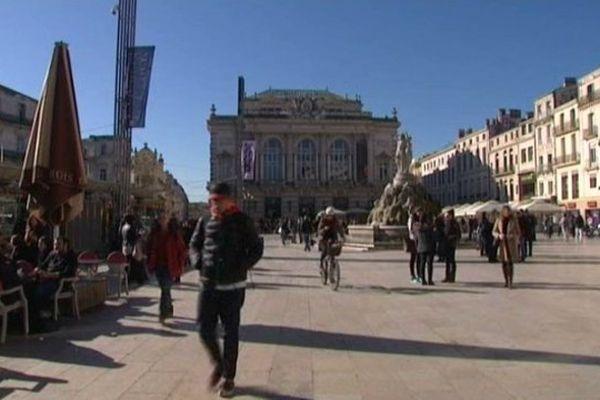 Montpellier - la place de la Comédie, les trois Grâces et le théâtre - 2014.