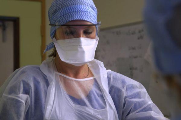 """Marie-Laure Satta, infirmière en réanimation. La crise sanitaire l'a renforcée dans ses convictions humaines et sociales, explique-t-elle dans le film """"Soigner et après ?"""""""