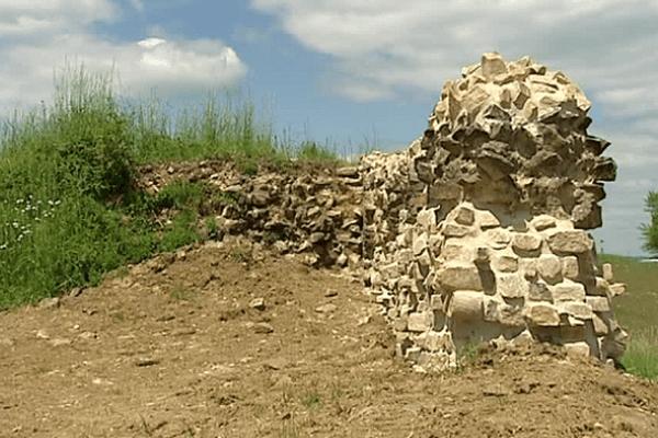 Un des murs extérieurs du site gallo-romain de Tintignac à Naves