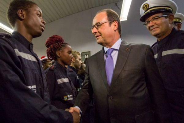François Hollande rencontre les cadets du bataillon des marins-pompiers de Marseille