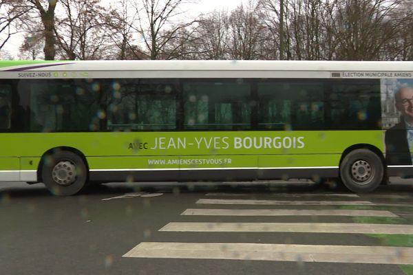 Pour les municipales 2020 à Amiens, Jean-Yves Bourgois avait choisi de déplacer dans un bus à son effigie.