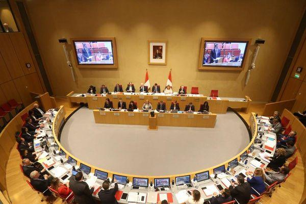 Les 22 élus de l'assemblée monégasque ont voté à l'unanimité l'adoption de l'union civile pour les couples.