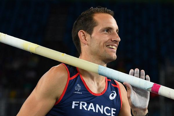 France's Renaud Lavillenie smiles in the Men's Pole Vault Qualifying Round during the athletics event at the Rio 2016 Olympic Games at the Olympic Stadium in Rio de Janeiro on August 13, 2016.