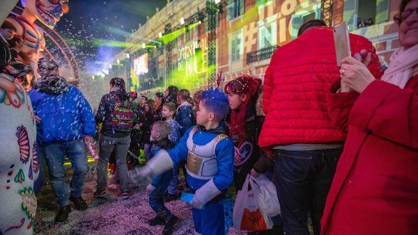 Sous format payant ou gratuit, en civil ou déguisé, sur place ou à distance, il existe mille et une façons de profiter du  carnaval de Nice
