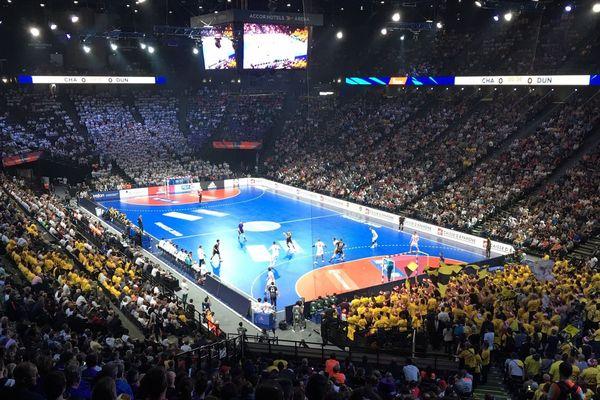 En jaune, les nombreux supporters savoyards venus encourager Chambéry.