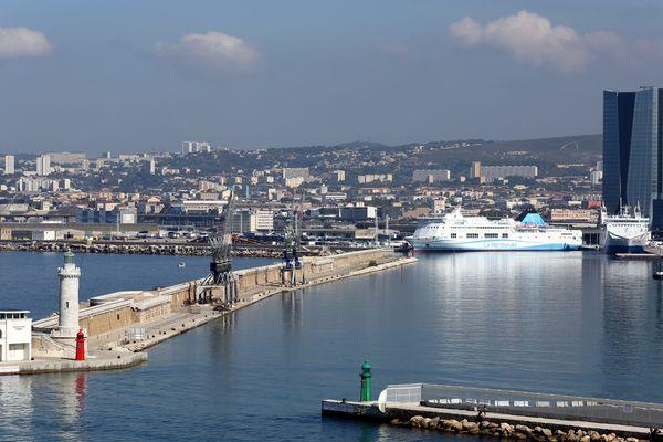 Vue du port de Marseille  (2 octobre 2014)