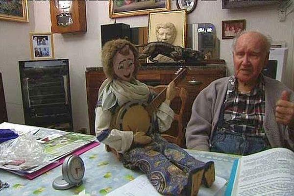 A 96 ans, André Bartsch garde intact son amour des marionnettes.