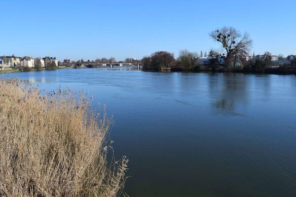 Pour vous baigner, évitez fleuves et rivières et privilégiez les zones surveillées dont la qualité de l'eau est garantie.