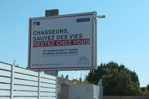 Plus de 1500 panneaux vont être affichés partout en France jusqu'au 15 mai prochain.