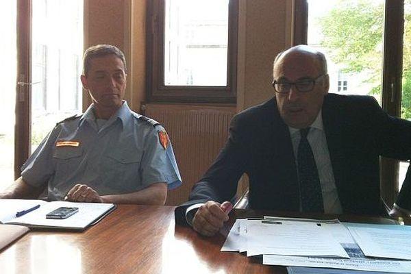 Jean-Léonce Dupont, à droite, avec le colonel Eric Massol, directeur du SDIS, 10 octobre 2014