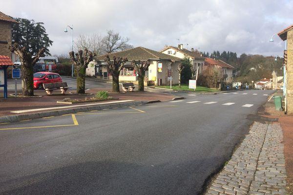 Peyrilhac, commune d'environ 1 200 habitants, au nord de Limoges.