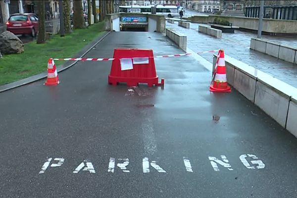 Le parking de l'hôtel de ville de Rouen a été vidé ce mardi 23 janvier 2018.