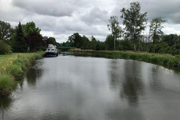 La navigation fluviale est interrompue sur le canal des Vosges entre Pont-du-Bois et Selles, chaque jour moins d'une dizaine de plaisanciers emprunte ce tronçon.