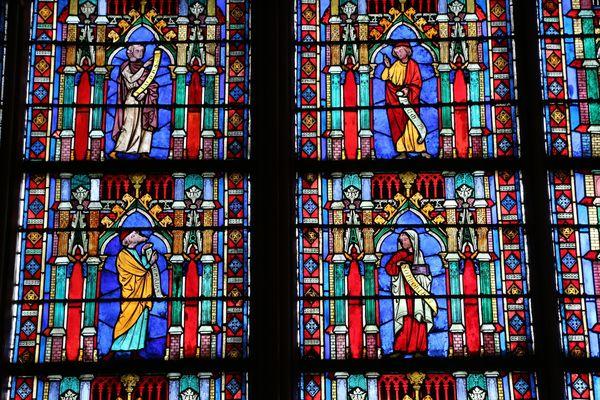 Détail de vitraux de Notre-Dame de Paris, en décembre 2014.