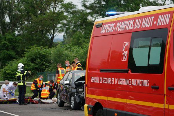 Les pompiers et gendarmes de Guebwiller ont été appelés à 14h05.