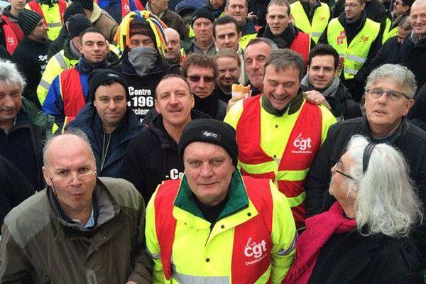Les salariés rassemblés en assemblée générale le mardi 17 février dernier.
